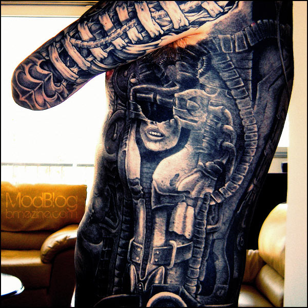 1000 ideas about giger tattoo on pinterest hr giger samurai tattoo and skeleton tattoos. Black Bedroom Furniture Sets. Home Design Ideas